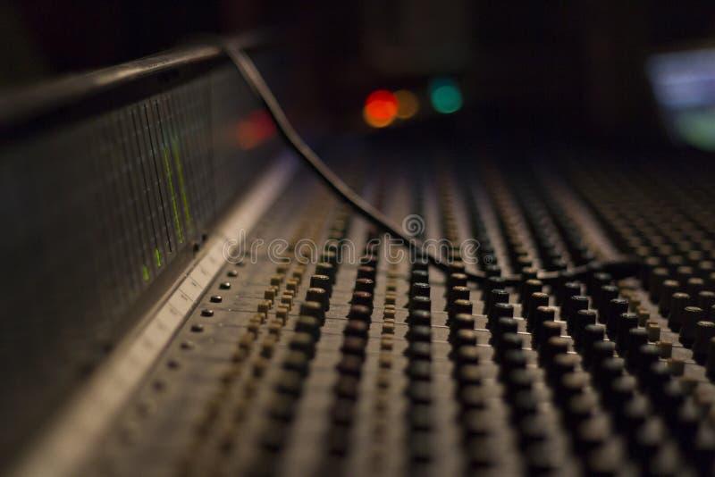 Panneau de mélangeur pour Menaggio la musique photo libre de droits