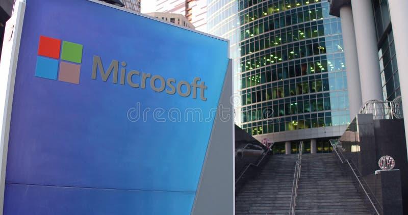 Panneau de signage de rue avec le logo de Microsoft Gratte-ciel de centre de bureau et fond modernes d'escaliers Rendu 3D éditori illustration de vecteur