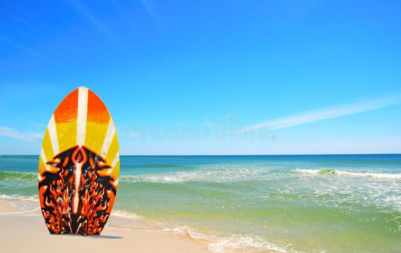 Panneau de vague déferlante à la plage images libres de droits