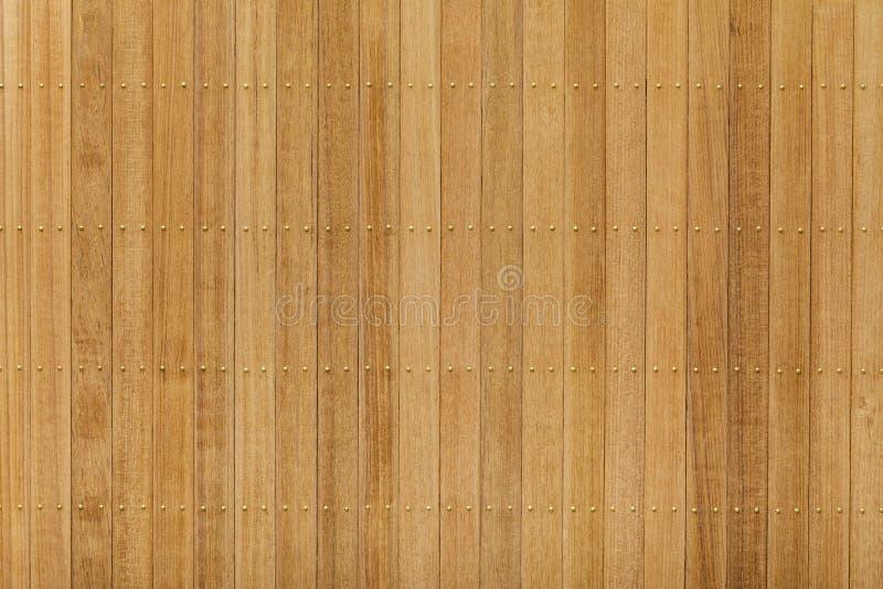 Panneau en bois de teck avec le clou en laiton photo stock