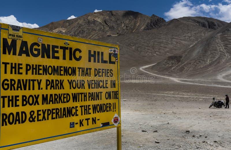 Panneau magnétique de signe de colline dans Leh image stock