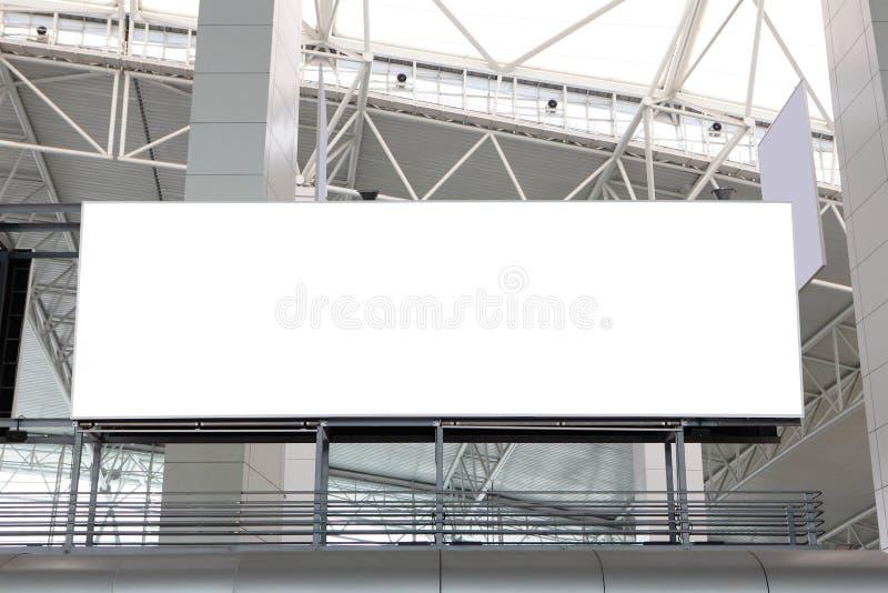 Panneau-réclame blanc énorme à l'aéroport images libres de droits