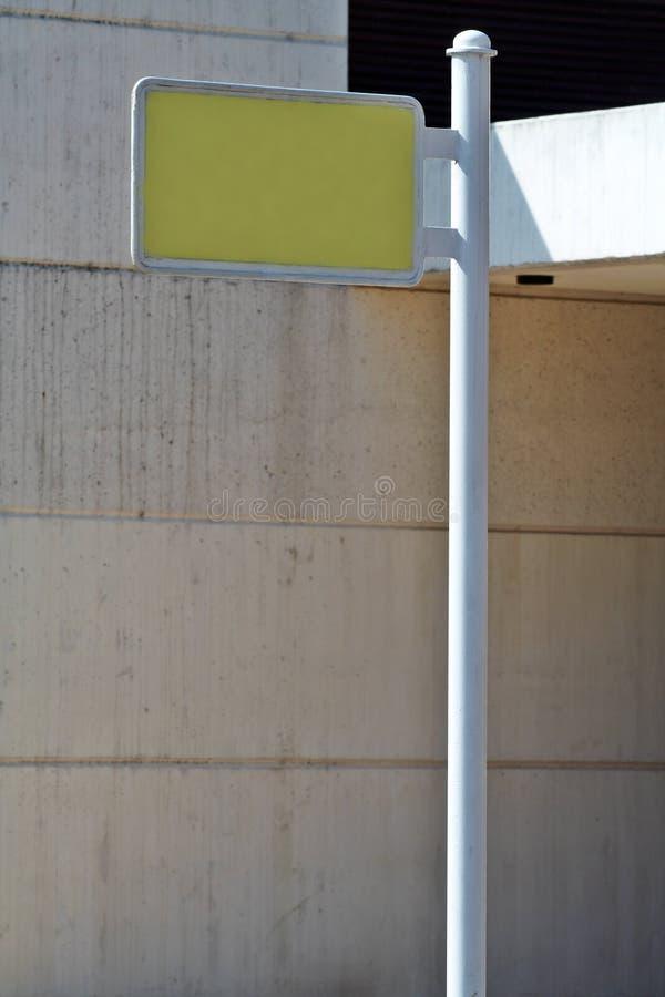 Download Panneau-réclame blanc photo stock. Image du extérieur, affaires - 731464