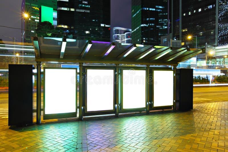 panneau-réclame blanc dans la ville photo libre de droits