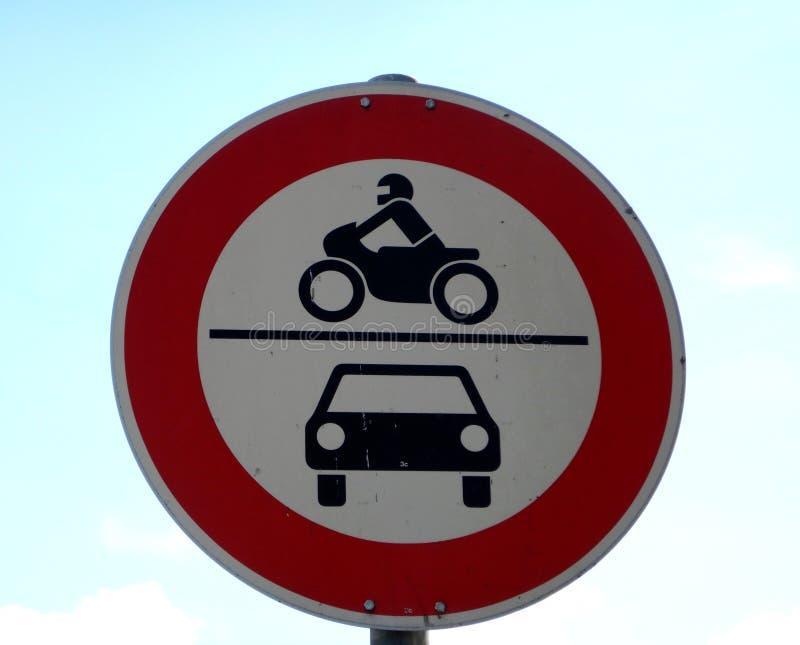 Panneau routier, aucun véhicules à moteur illustration libre de droits