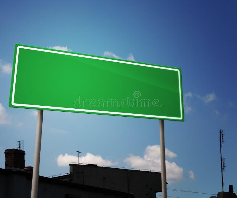 Panneau routier blanc dans la ville photos stock