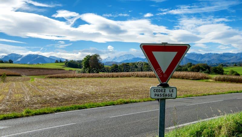 Panneau routier dans la campagne française photo libre de droits