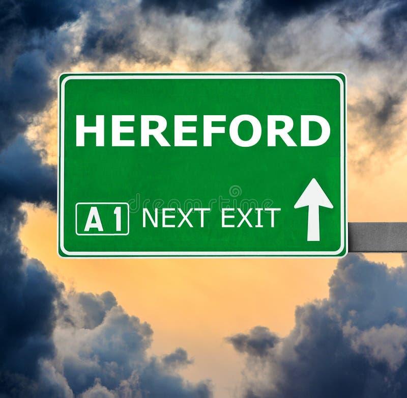 Panneau routier de HEREFORD contre le ciel bleu clair photos libres de droits