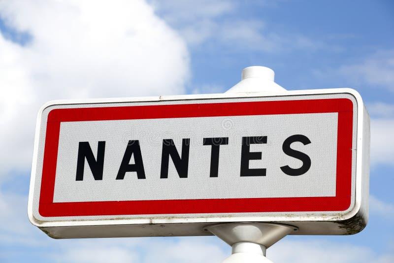 Panneau routier de ville de Nantes photographie stock