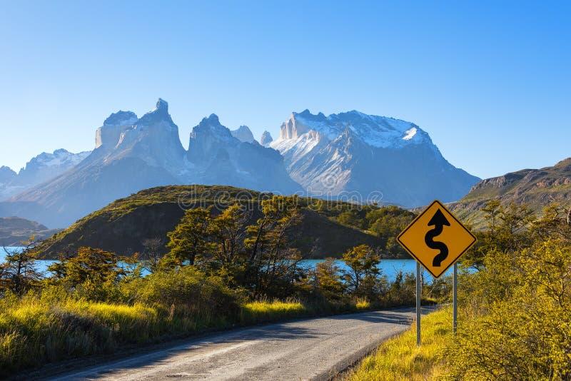 Panneau routier en parc national Torres del Paine, Patagonia, Chili photo libre de droits