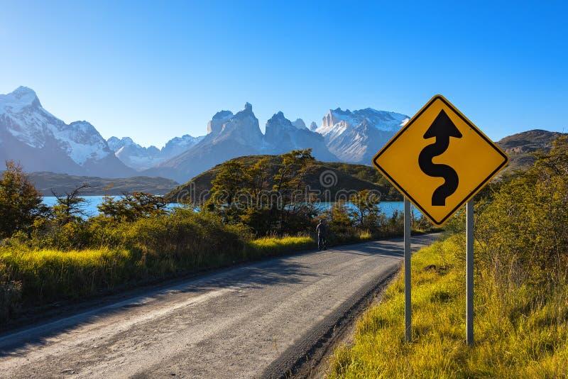 Panneau routier en parc national Torres del Paine, Patagonia, Chili photographie stock libre de droits