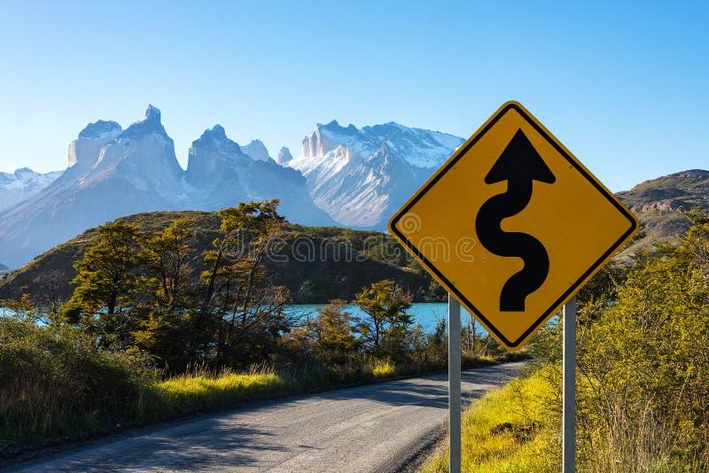 Panneau routier en parc national Torres del Paine, Patagonia, Chili photos libres de droits