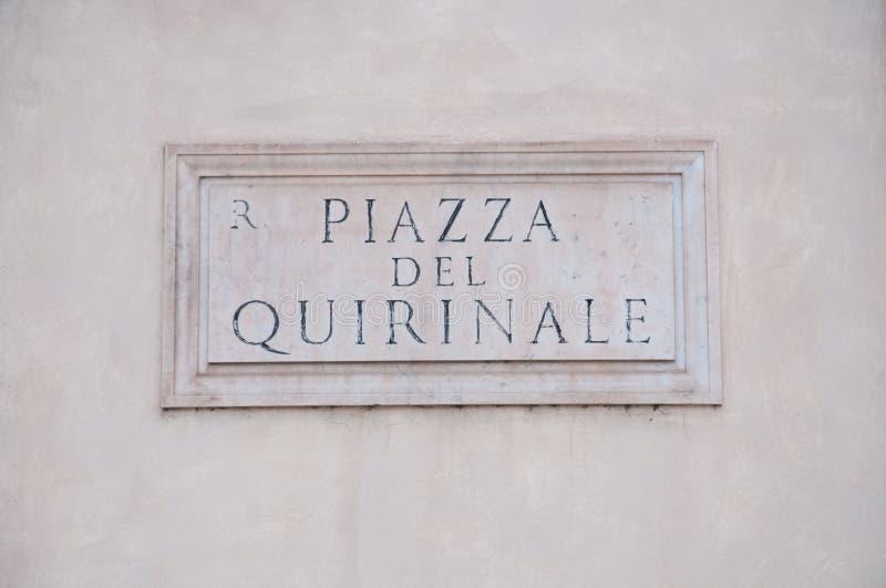 panneau routier indiquant un nom de rue en italien photo stock image du architecture panorama. Black Bedroom Furniture Sets. Home Design Ideas