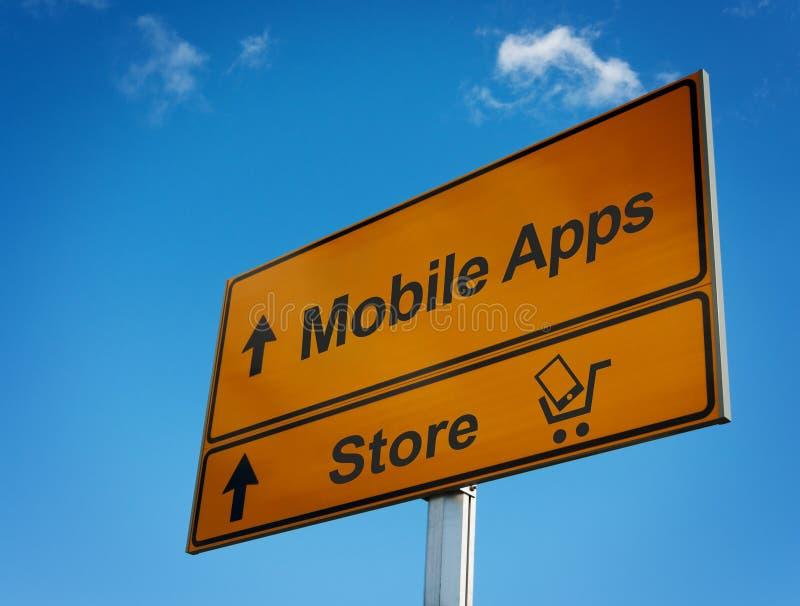 Panneau routier mobile d'apps avec le chariot et le smartphone. images stock