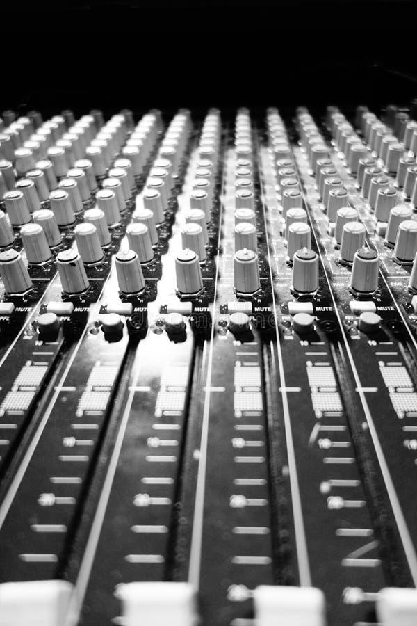 Panneau sain de mélangeur audio noir et blanc image libre de droits