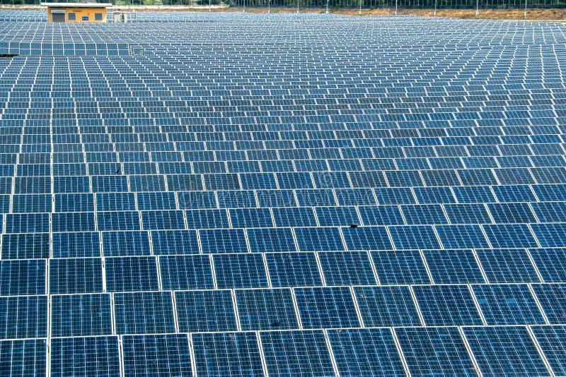 Panneau solaire produisant de l'?nergie propre de l'?lectricit? photos stock
