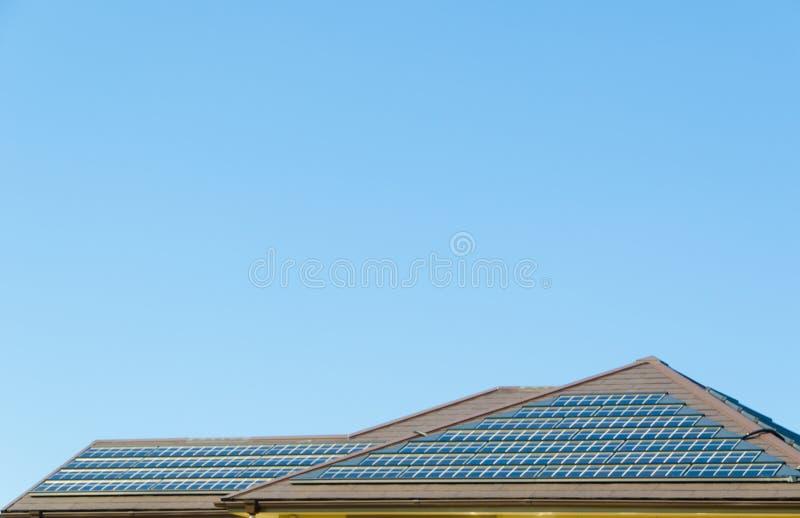 Panneau solaire sur le toit photos libres de droits