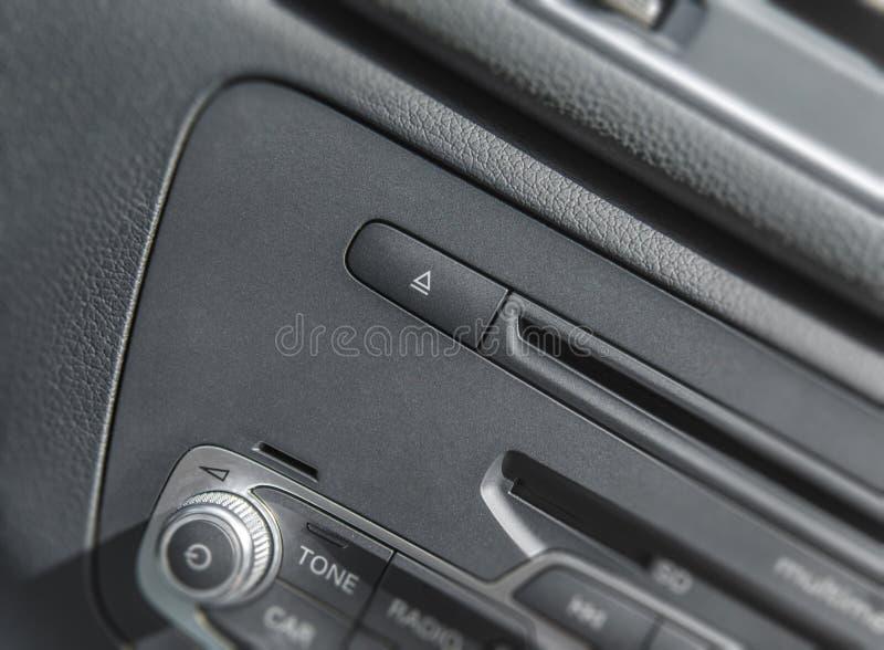 Panneau stéréo d'autoradio et équipement électrique de tableau de bord moderne image libre de droits