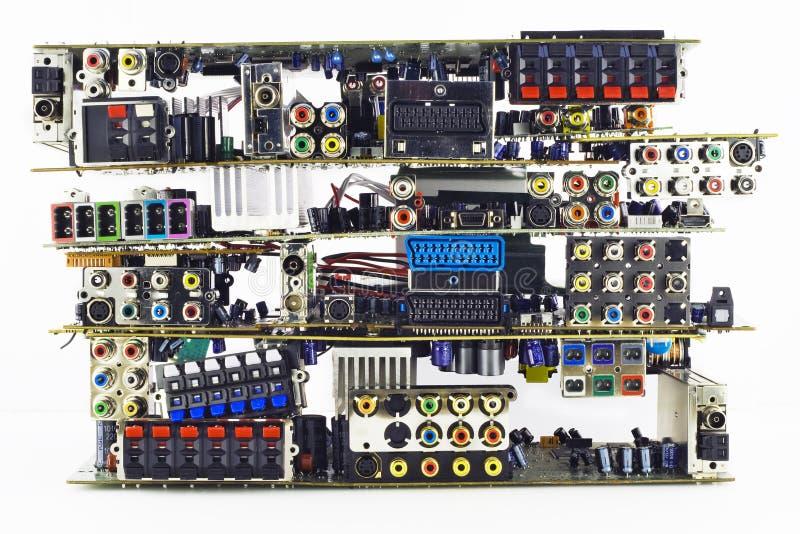 Panneaux électroniques cassés sur un vidage mémoire d'ordures images stock
