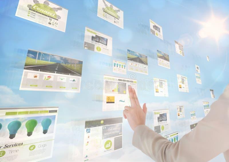 panneaux avec le fond (vert) de ciel de sites Web, seulement avec la main photographie stock