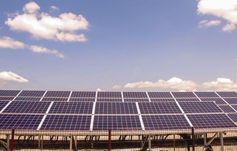 Panneaux d'énergie solaire images libres de droits