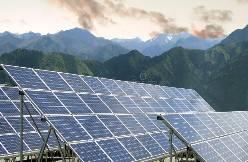 Panneaux d'énergie solaire photo libre de droits