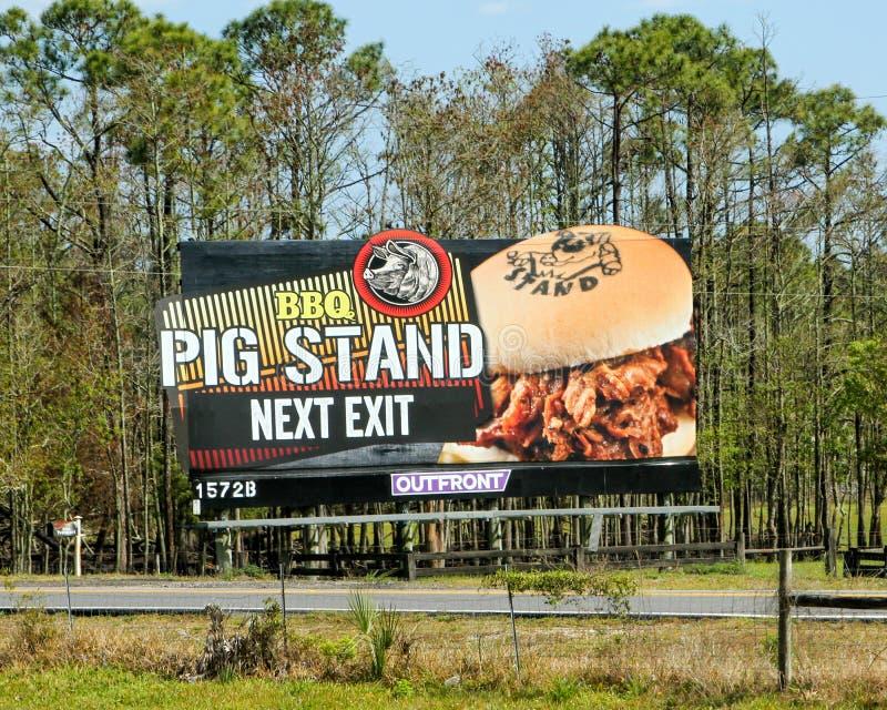 Panneaux d'affichage de publicité de bord de la route photographie stock libre de droits