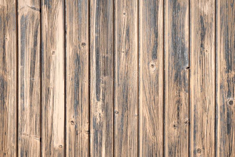 Panneaux en bois de Brown de couleur de chêne Vieille barrière de vintage ou mur de maison Garnitures des vis Configuration abstr photo libre de droits