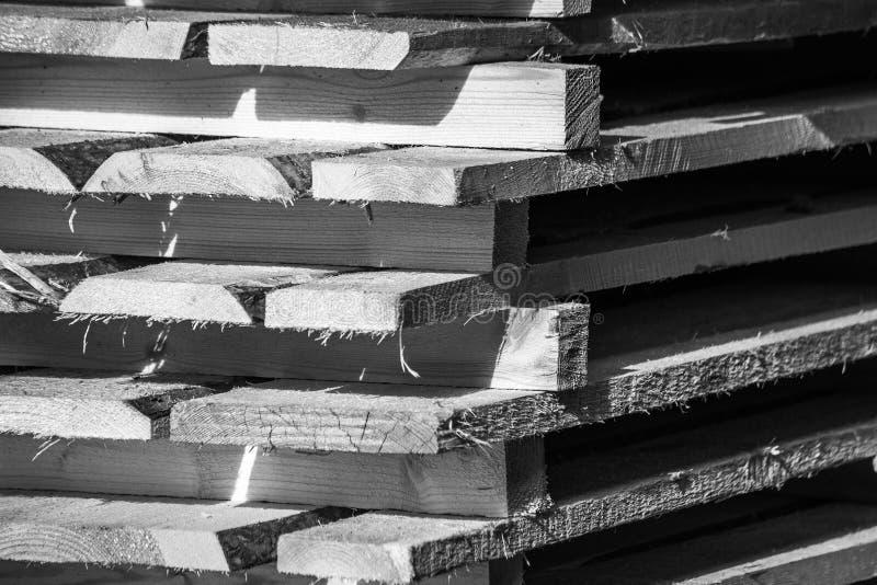 Panneaux noirs et blancs en bois d'entrepôt photographie stock