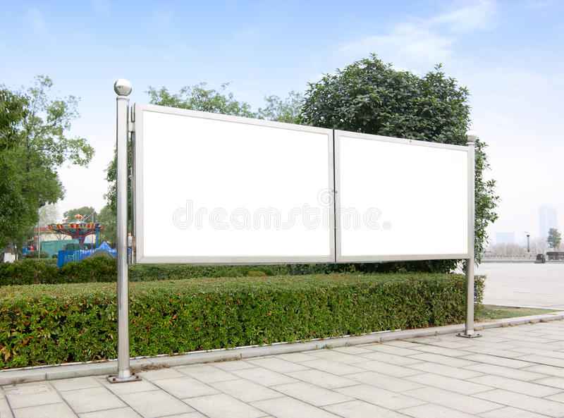 Panneaux-réclame à l'intérieur du stationnement photo libre de droits