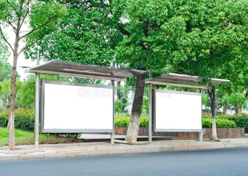 Panneaux-réclame de bord de la route photos libres de droits