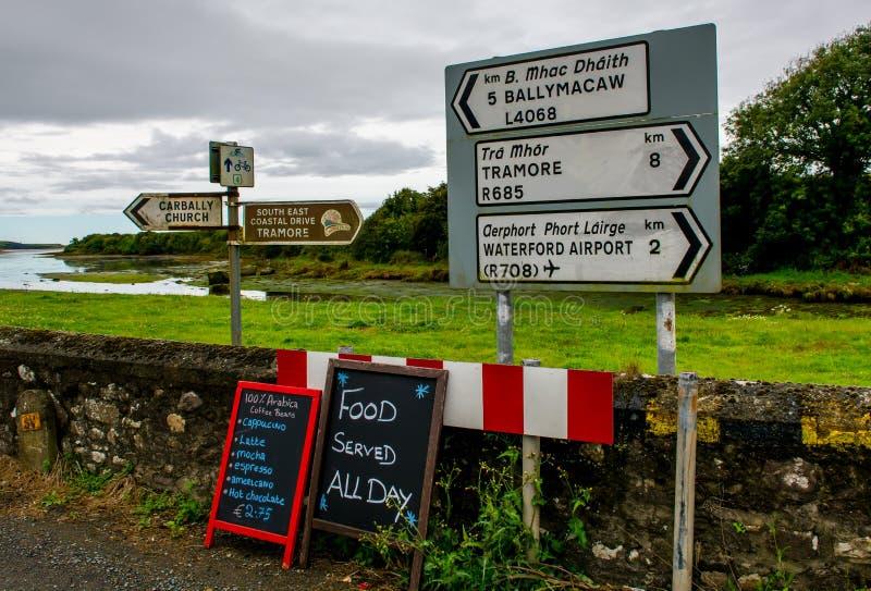 Panneaux routiers en Irlande images libres de droits