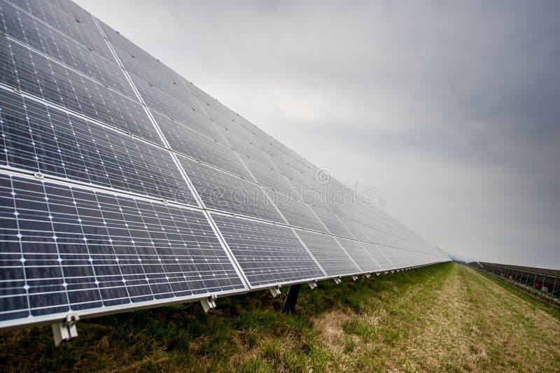 Panneaux solaires photographie stock libre de droits