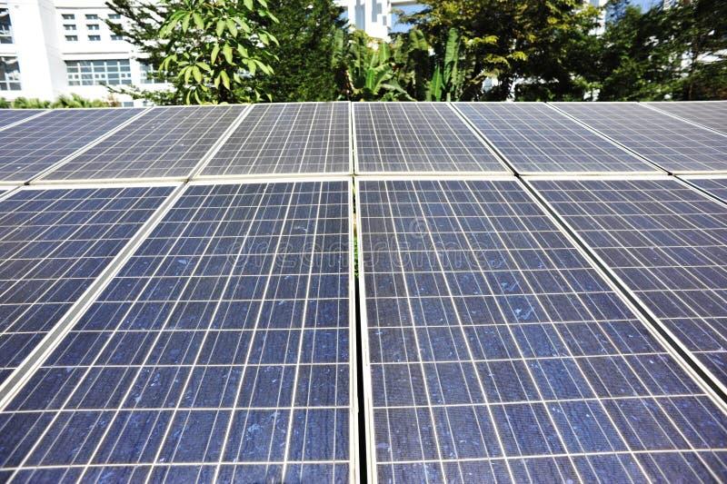panneaux solaires photovoltaïques images libres de droits