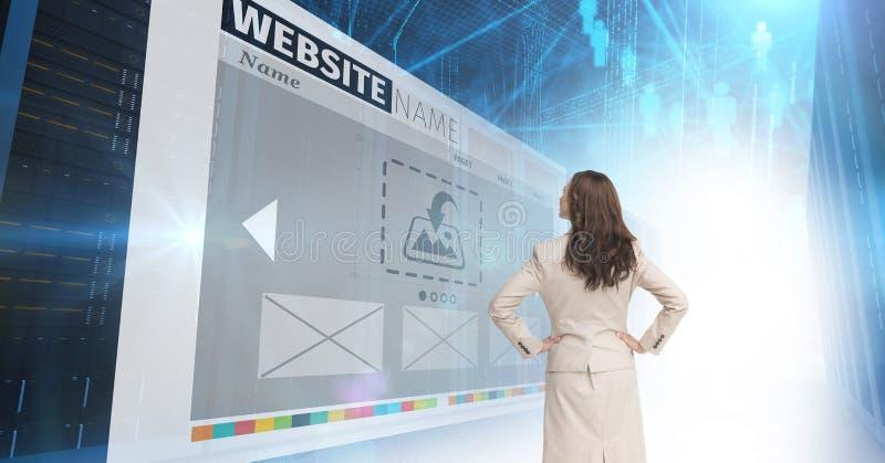 pannelli con i siti Web, donna di affari che guarda a  immagini stock libere da diritti