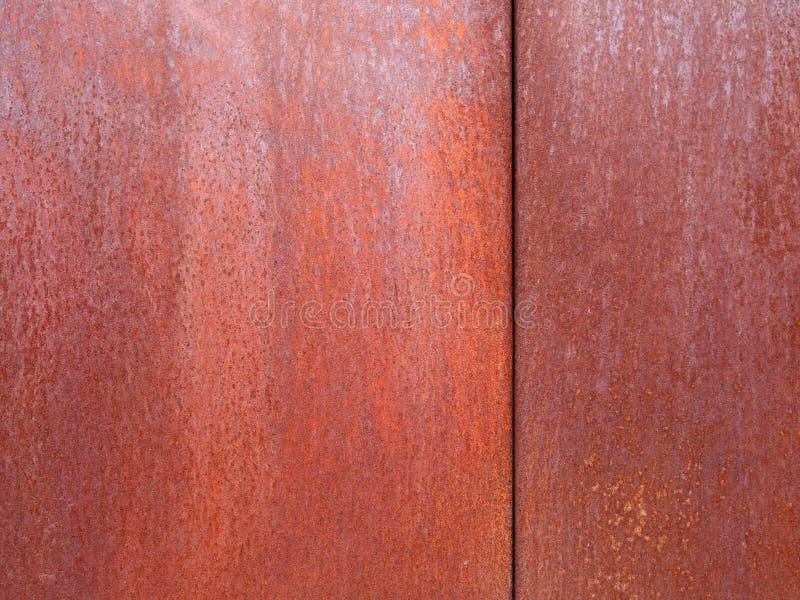Pannelli d'acciaio arrugginiti con struttura marrone arancio stagionata approssimativa immagini stock