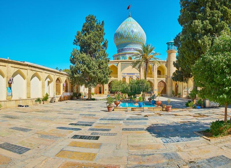Pannelli di pietra commemorativi in Ali Ibn Hamzeh Holy Shrine, Shiraz, Iran immagini stock