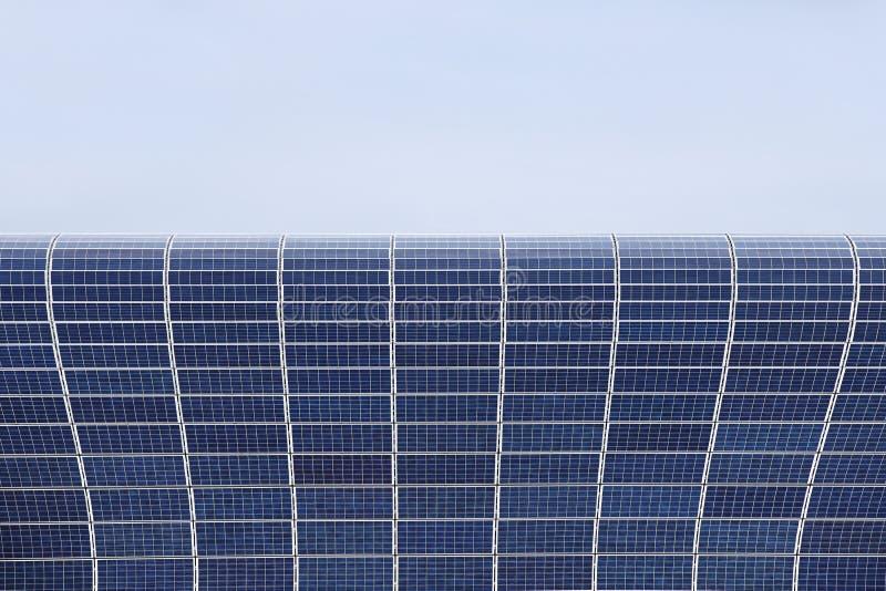 Pannelli solari per la produzione di energia elettrica proveniente da energia solare Risorsa energetica rispettosa dell'ambiente  immagini stock