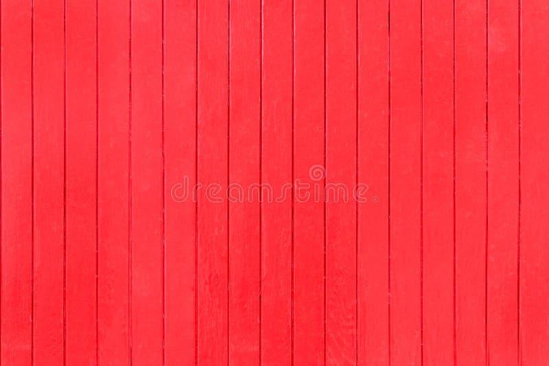 Pannelli verticali di legno di vecchio, lerciume rosso su un granaio rustico fotografia stock libera da diritti