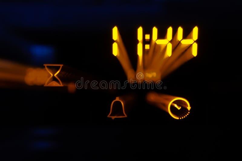 Pannello a comando a tocco di un forno moderno con il blocchetto di temporizzatore Effetto dello zoom immagini stock libere da diritti