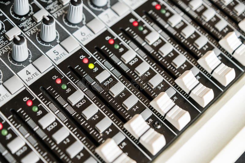 Pannello di controllo del miscelatore sano Regolatore sano Recording Studio fotografia stock libera da diritti