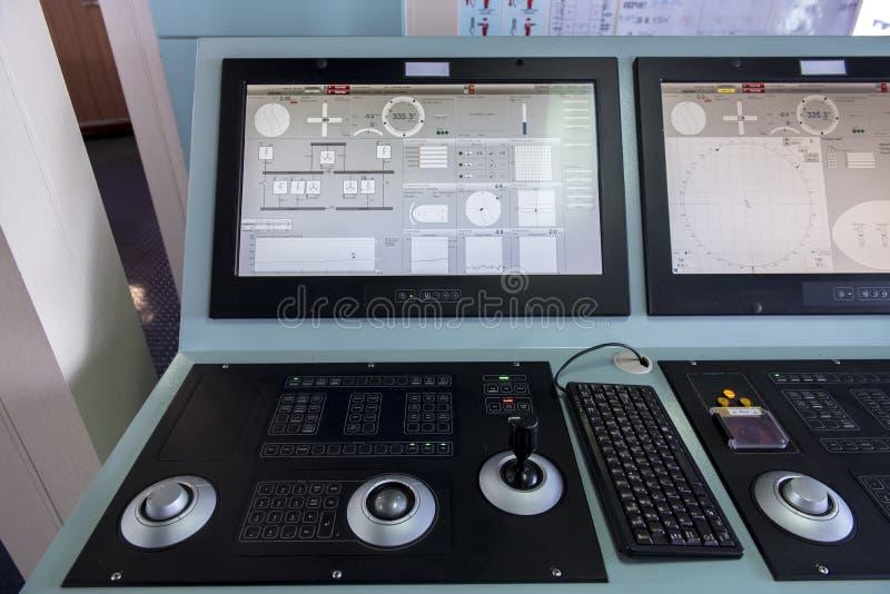 Pannello di controllo dinamico di posizione sull'autocisterna della nave immagini stock libere da diritti