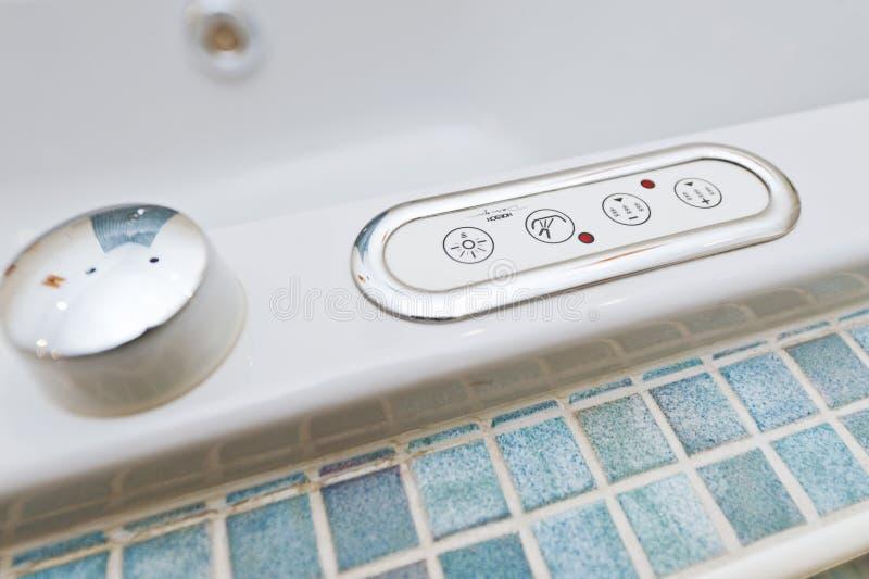 Pannello di controllo sulla vasca con i bottoni fotografia stock