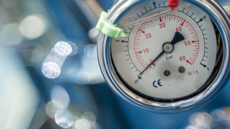 Pannello di misura di pressione nel laboratorio di scienza fotografie stock