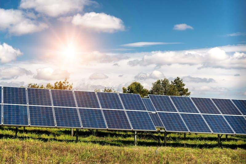 Pannello solare, fonte fotovoltaica e alternativa di elettricit? fotografie stock libere da diritti