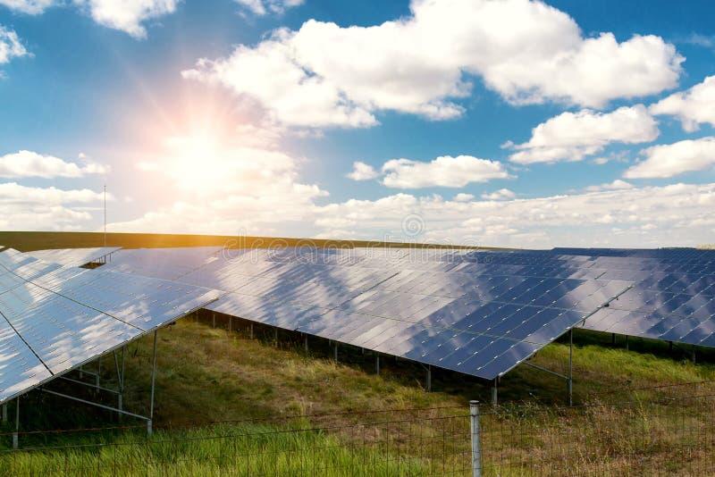 Pannello solare, fonte fotovoltaica e alternativa di elettricit? immagine stock libera da diritti