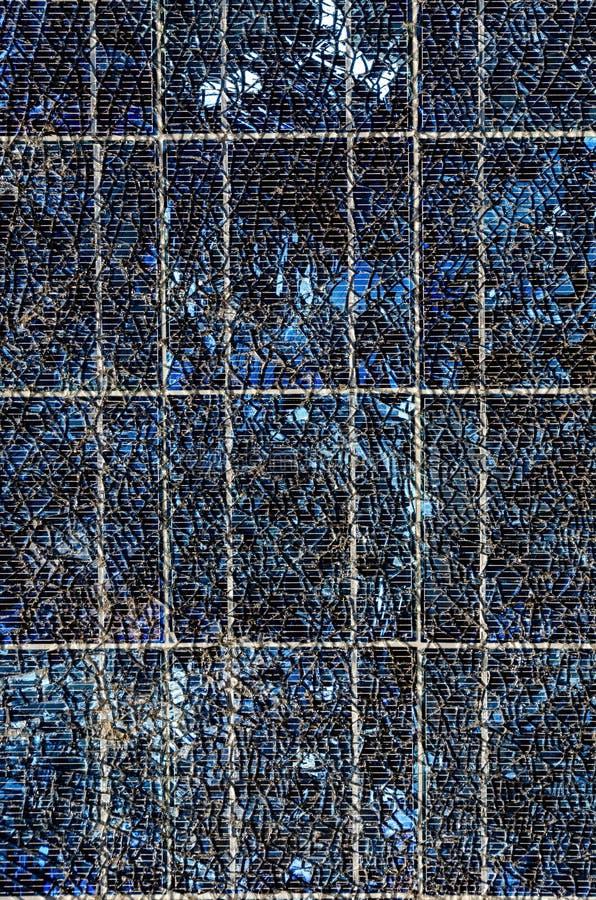 Pannello Solare Termico Vetro Rotto : Pannello solare rotto immagine stock di comitato