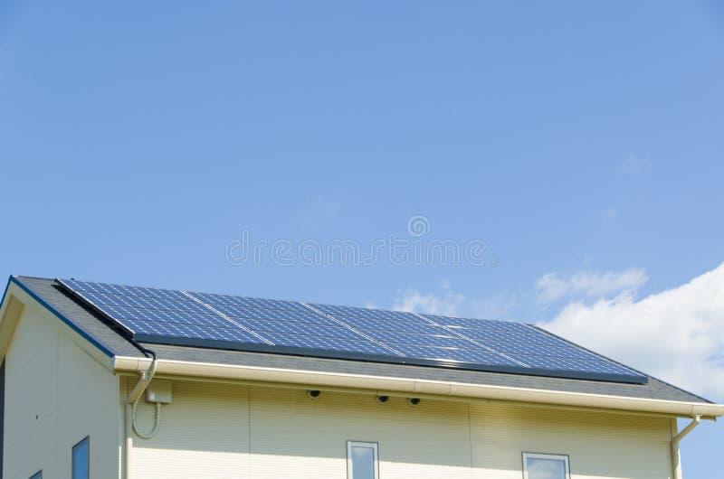 Pannello Solare Tetto Korea : Pannello solare sul tetto fotografia stock immagine di
