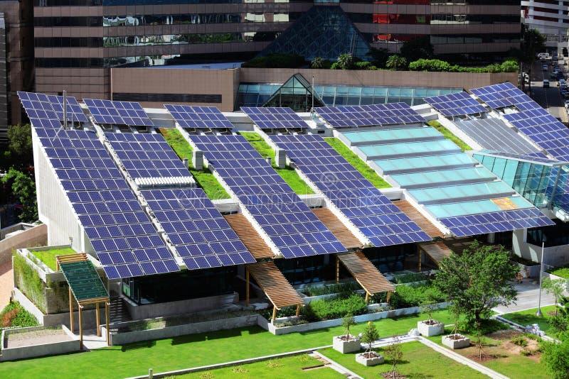 Pannello solare sulla cima del tetto fotografia stock libera da diritti