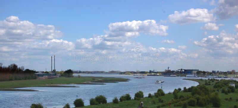 Pannerdenshoofd bij het verdelen van de rivier van Rijn en Waal- stock afbeeldingen